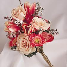 a tussy mussy is a diminutive bouquet and requires patience and concentratino on the part of the florist to create.  etta was the best tussy mussy emprasario--